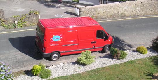 Bij Van Wijk Koeriers bent u verzekerd van een snelle en goede levering van uw goederen.